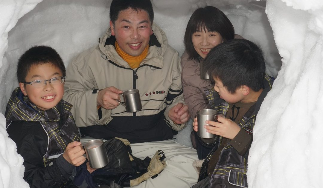 Making KAMAKURA – Japanese snow huts – in SATOYAMA
